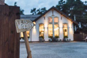 8 Ways to Customize Your Wedding Venue